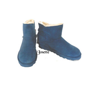 BEARPAW SUEDE SHORT PULL ON BLUE BOOTS SIZE 8